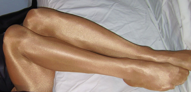 Sheery in Wolford Neon pantyhose