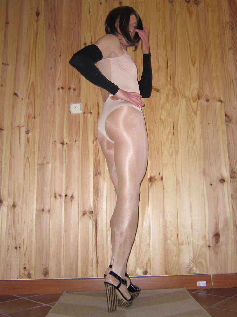 Sheery wearing an Oroblu bodysuit and Wolford Neon tights